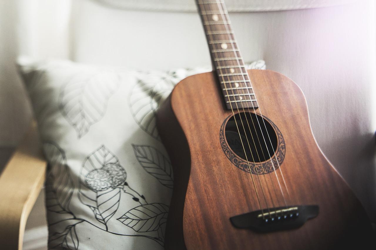 guitar-1836655_1280